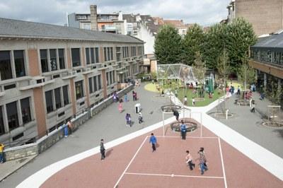 School 9 en 11b - speelplaats - na reno